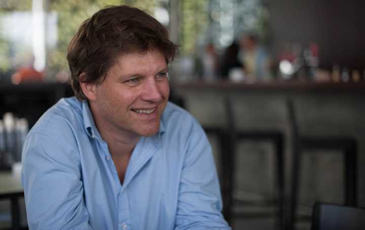 Guy Spier, Founder and Managing Partner of Aquamarine Capital, on emotions and investing