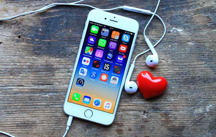 Mustapha Cheikh-Ammar | Can you be in love with your iPhone?