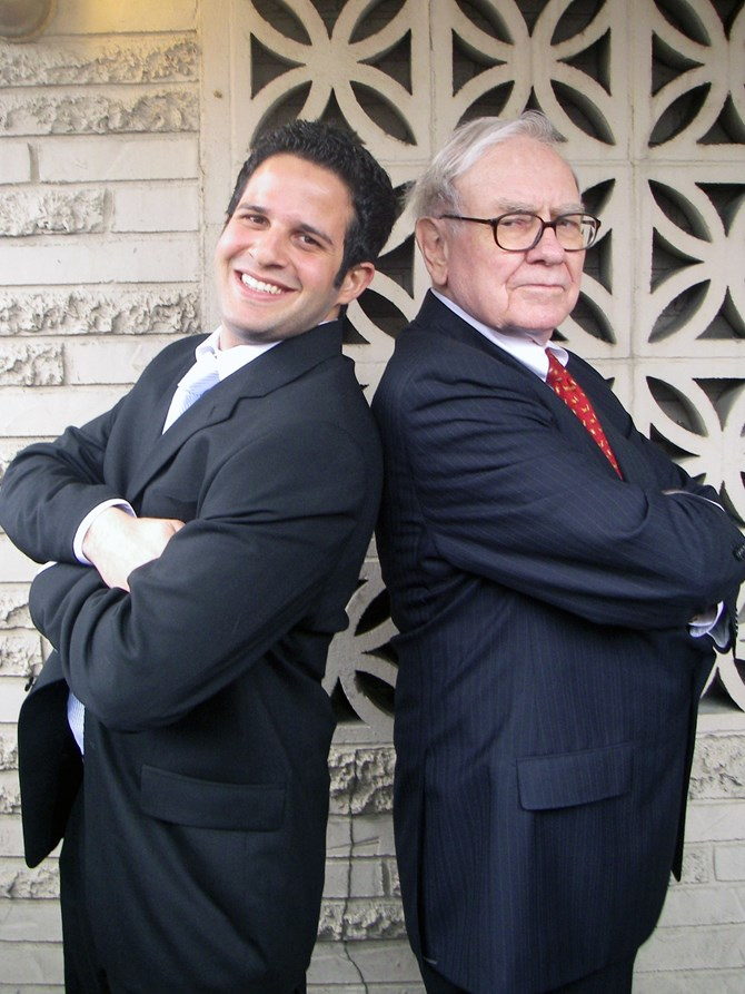 Caio Lewkowicz poses with Mr. Buffett